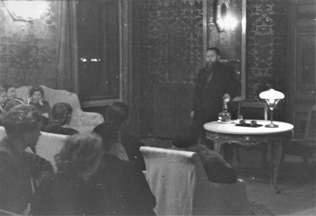 Заседание секции в Малиновой гостиной. 1942