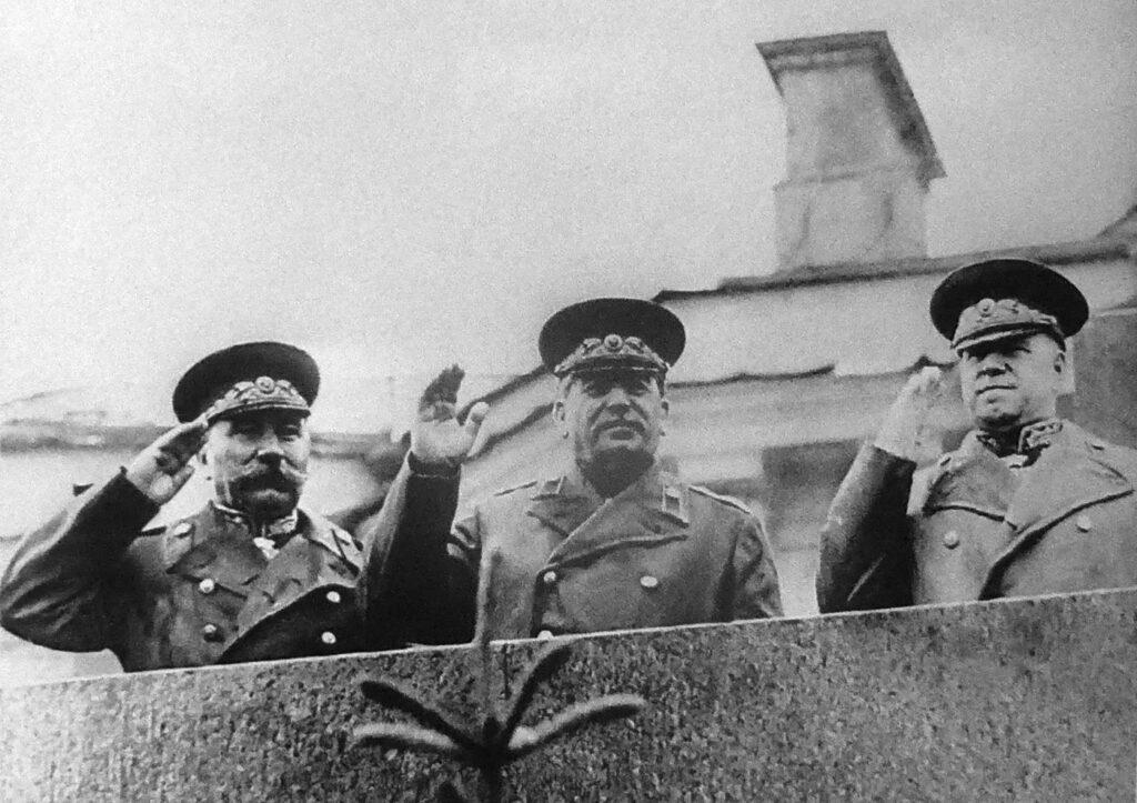 И.В. Сталин, К.Е. Ворошилов и Г.К. Жуков на трибуне мавзолея В.И. Ленина